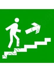 """E15 """"Направление к эвакуационному выходу по лестнице вверх"""""""