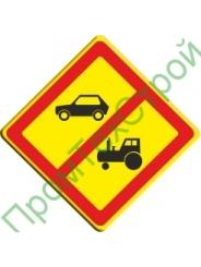 (VO-3.21) Знак «Запрещено движение автомобилей и тракторов, кроме автомобилей специального назначения»